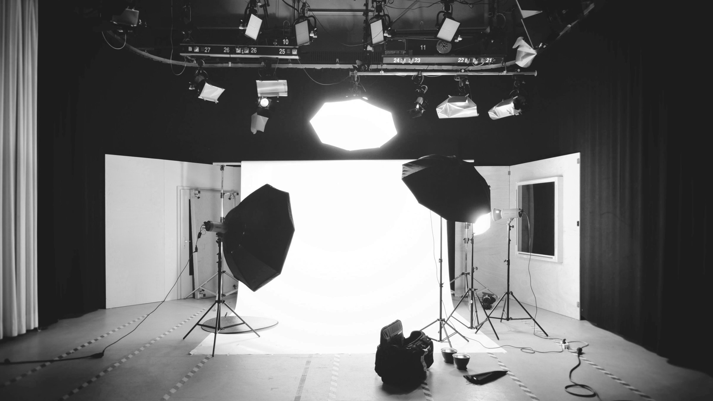 The studio - Our fully equipped photo studio is located down by the beautiful harbour of Gothenburg (Sockerbruket 33)