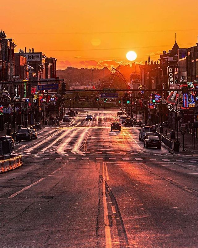 It's a beautiful day in the neighborhood! Come visit your local pharmacy today! Thanks for this awesome shot of the sunrise 📸 @ravikiran_kondoju . . . #Nashville #love #city #beautiful #sunrise #photography #nashvillegulch #downtownnashville #pharmacy #apothecarypharmacy
