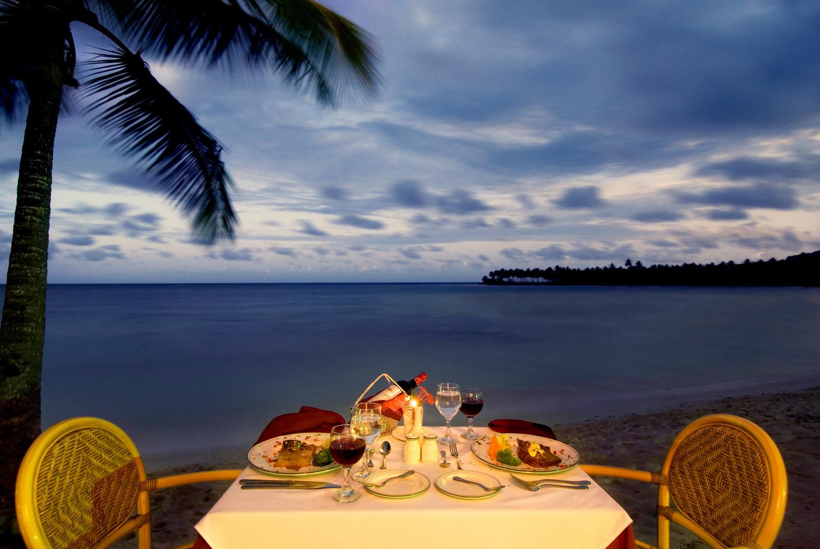 romantic-dinner-setting.jpg