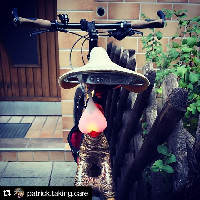 #Repost @patrick.taking.care ・・・ Representing in Berlin😉😎 - #bikeballs #taillighttuesday #instagood #instabike #brookssaddle