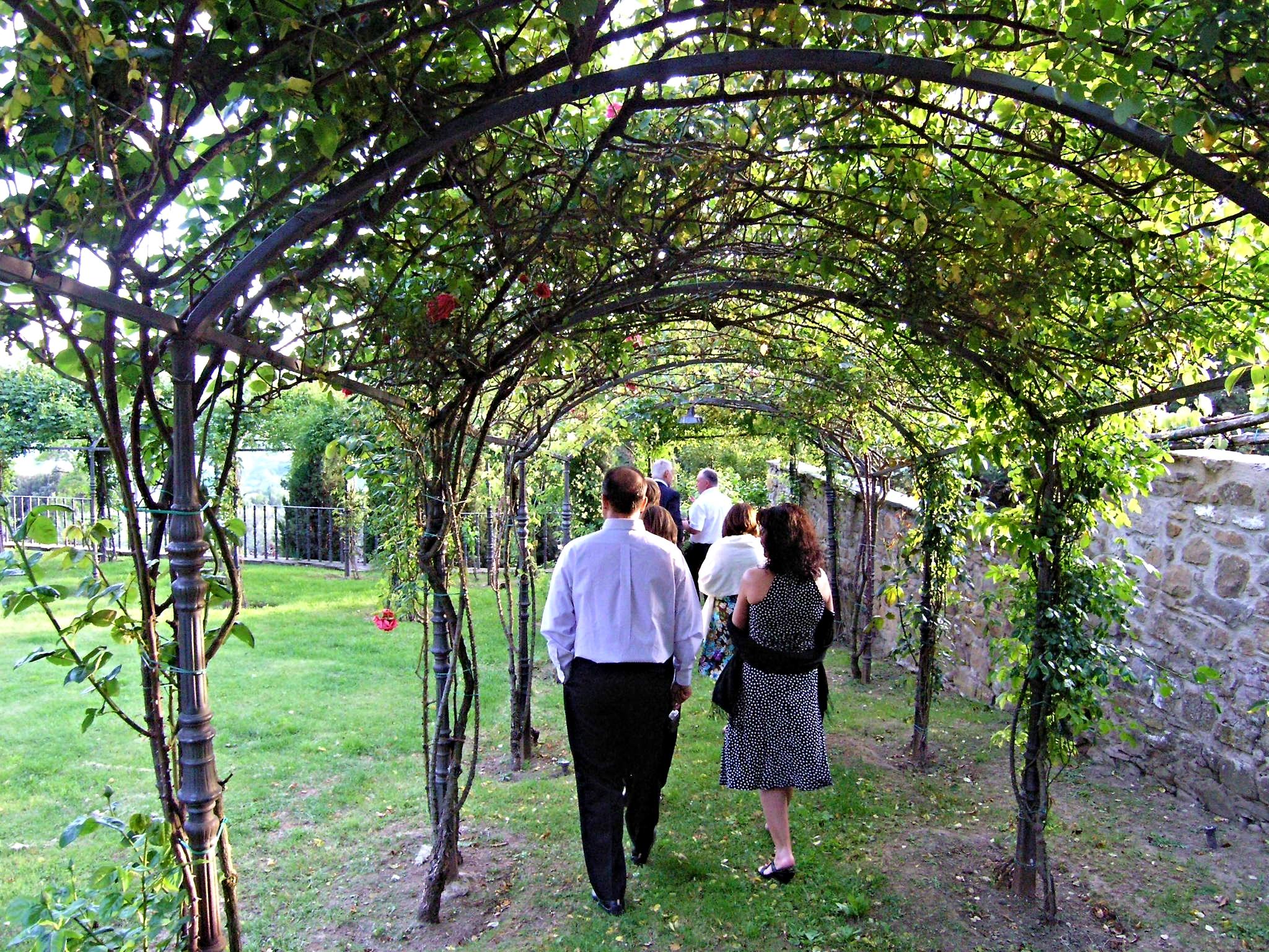 may 10 rose garden.JPG
