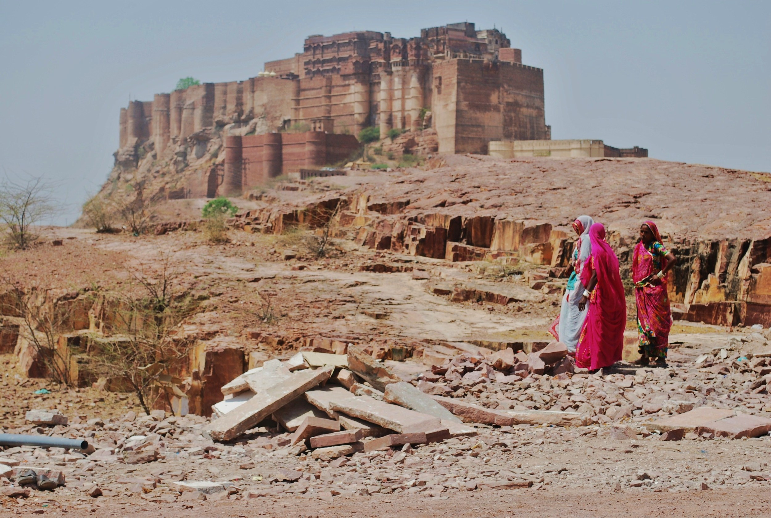 ladies near the jodpur fort.JPG