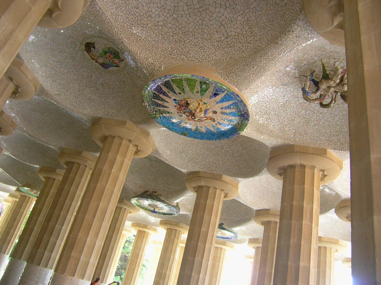 BCN May 23 Guell mosaic collonnade.jpg