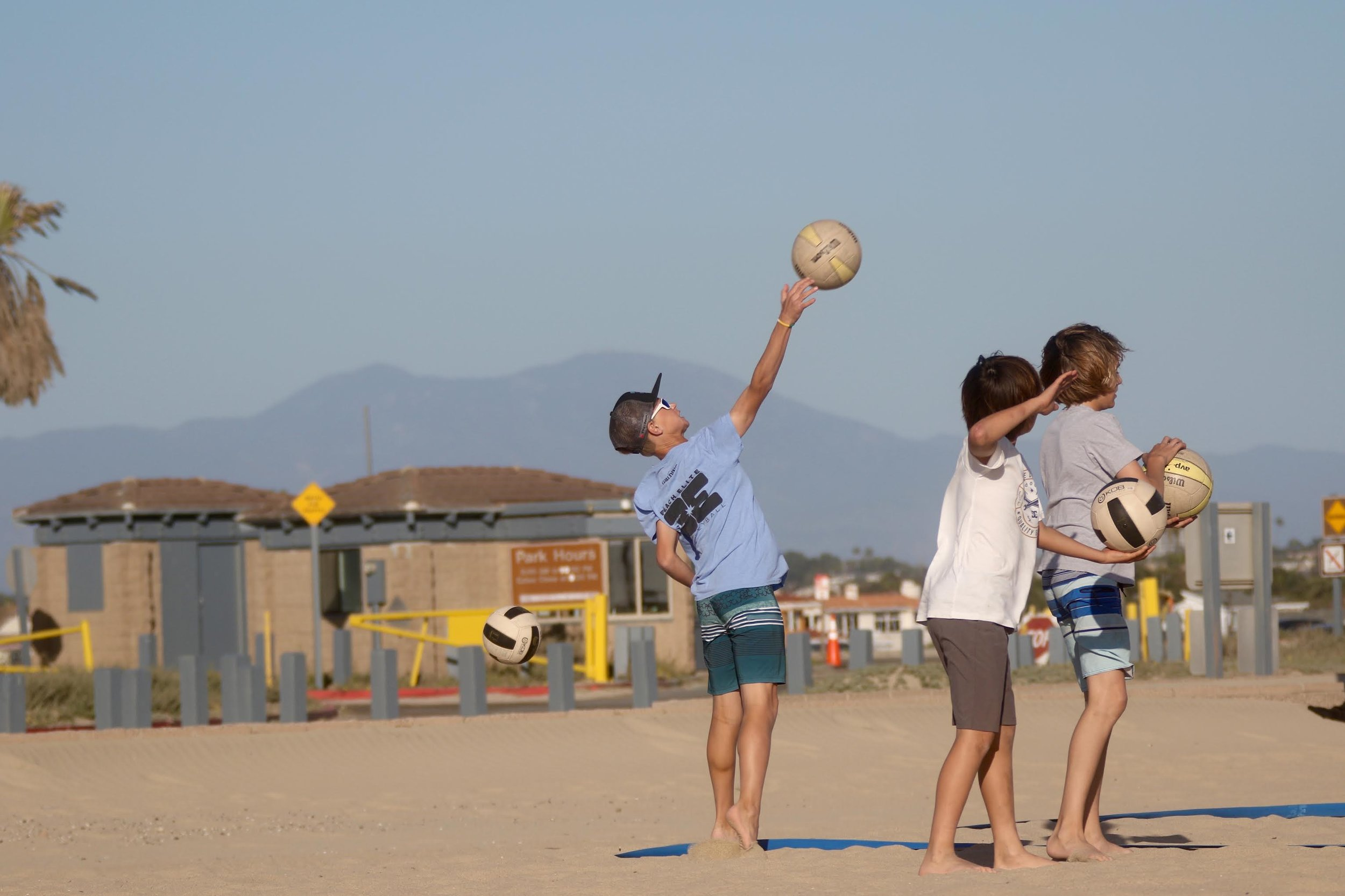 WINTER BREAK - BEACH VOLLEYBALL CAMPS