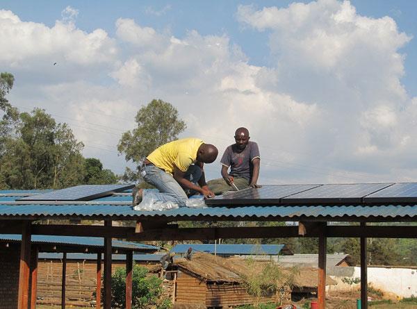 congo_solar_install_roof