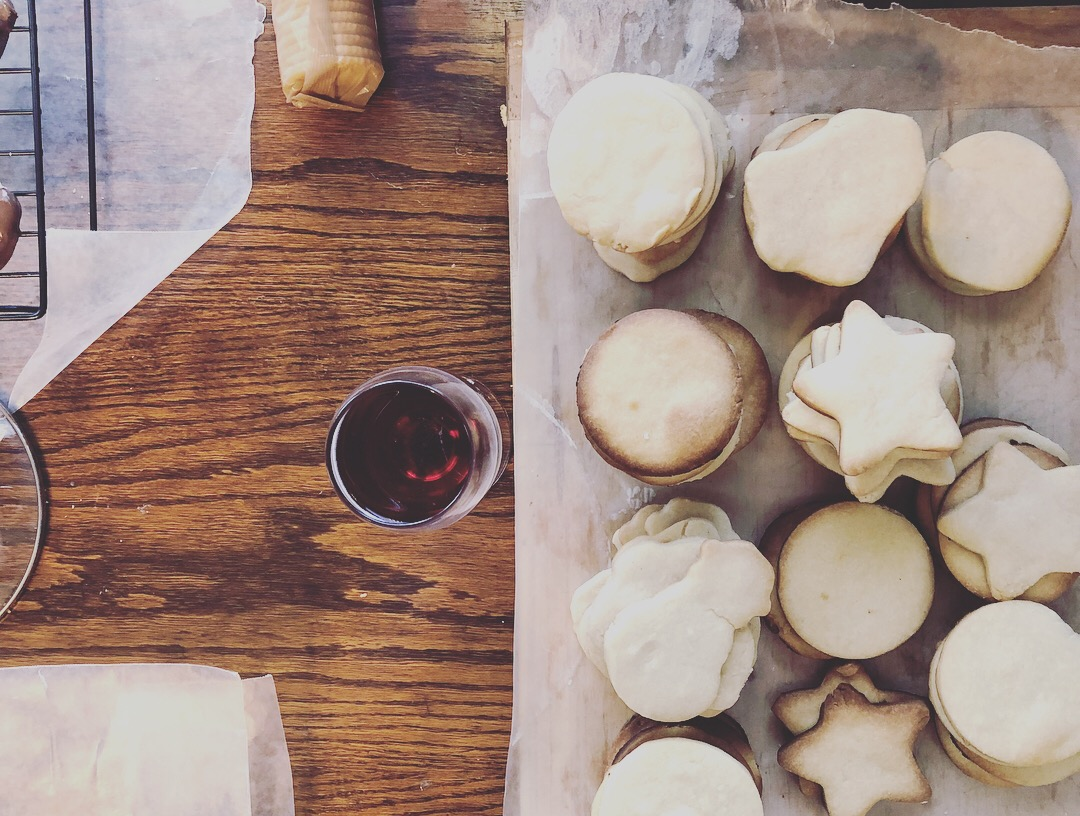 Cookies & Wine - the small things that make the holidays fun in your 20's
