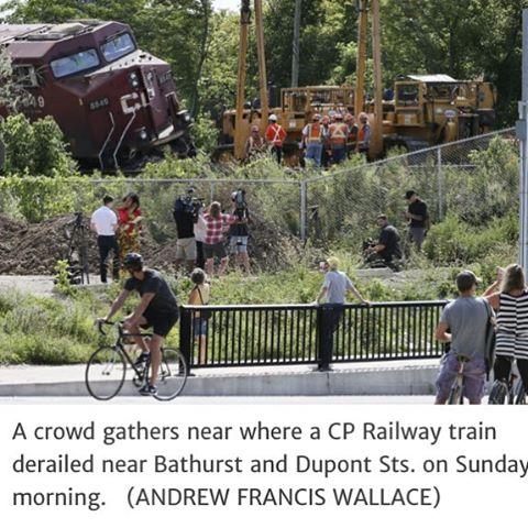 Now that's truly a close call... #cdnpoli #topoli #dangerousgoodsbyrail #oilbyrail #derailment #toronto