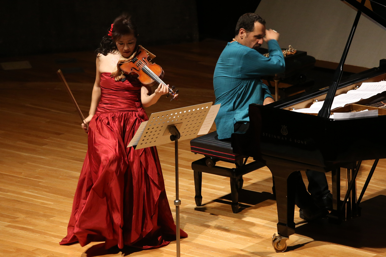 Machiko Ozawa and Alon Yavnai performing at Tokyo Bunka Kaikan in Aug, 2016