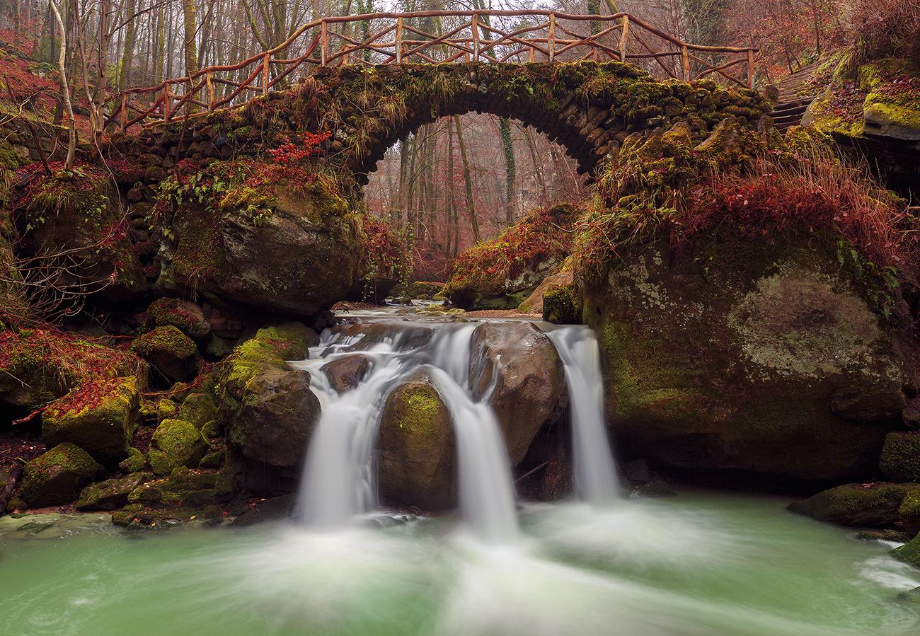 Lux-waterfall-presharp1300.jpg