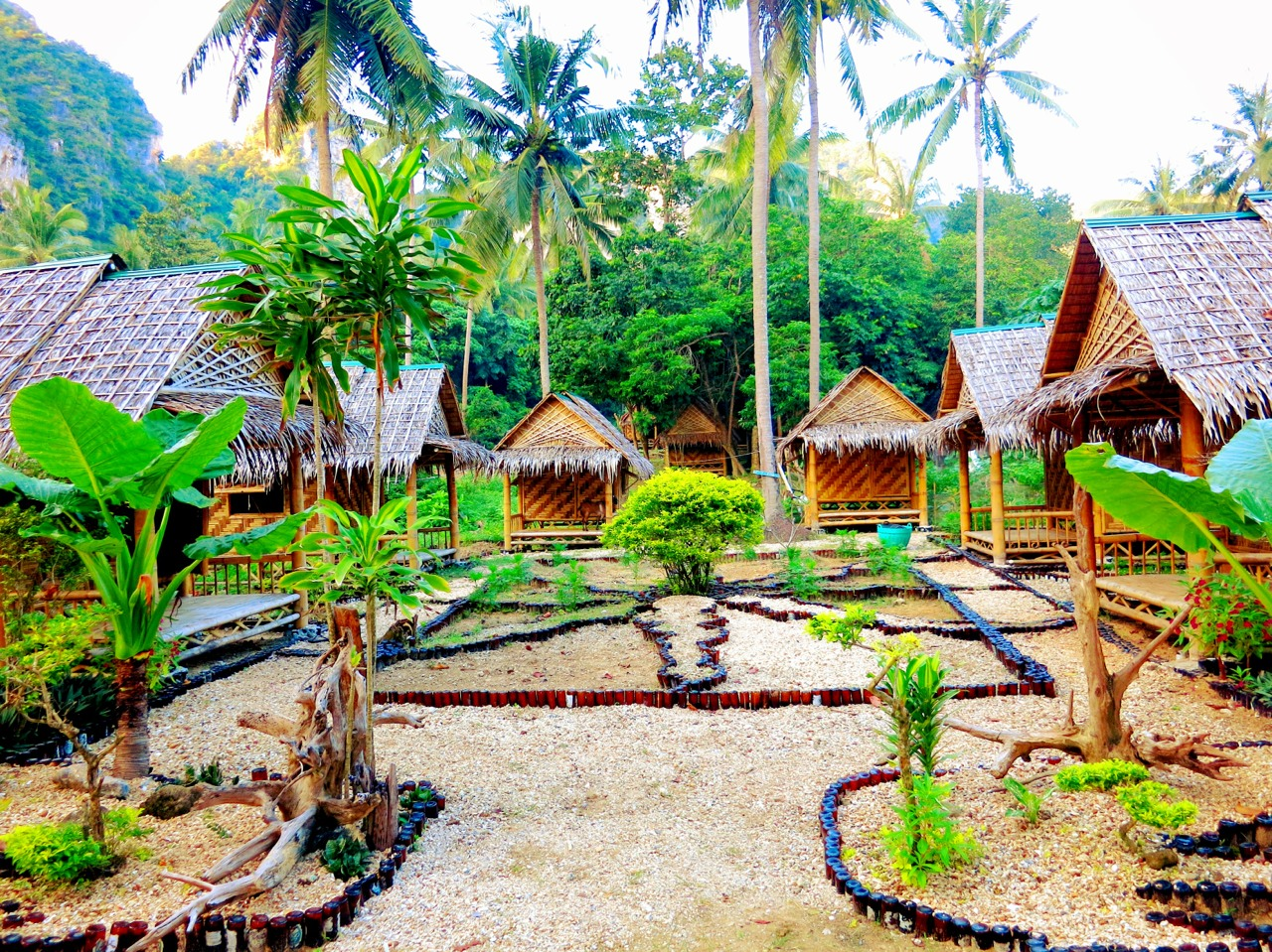 Head over to Tonsai beach for cheaper accommodation.