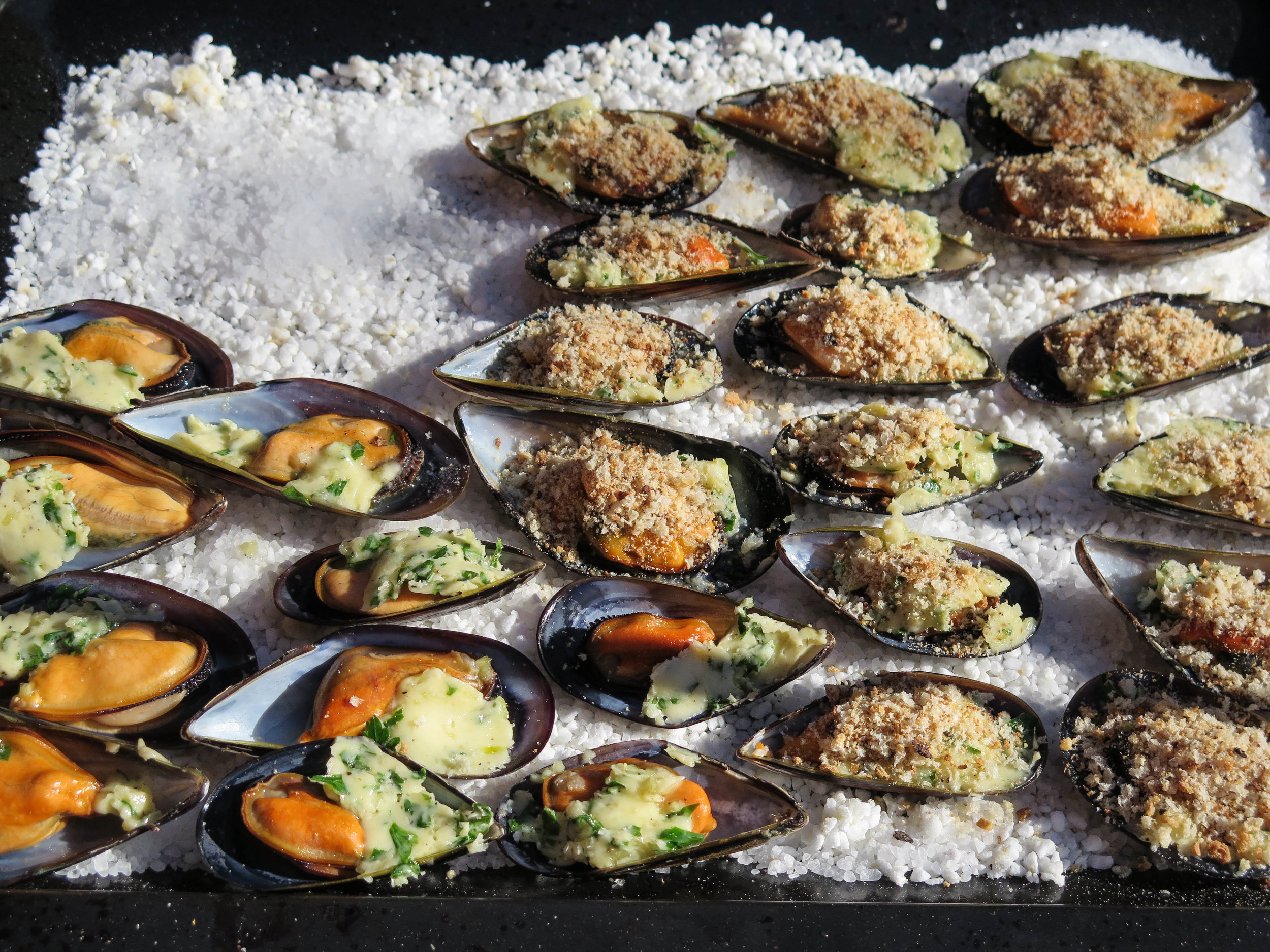 baked mussels with herb butter
