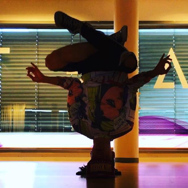 Vår instruktør i breakdance, Elias Iversen