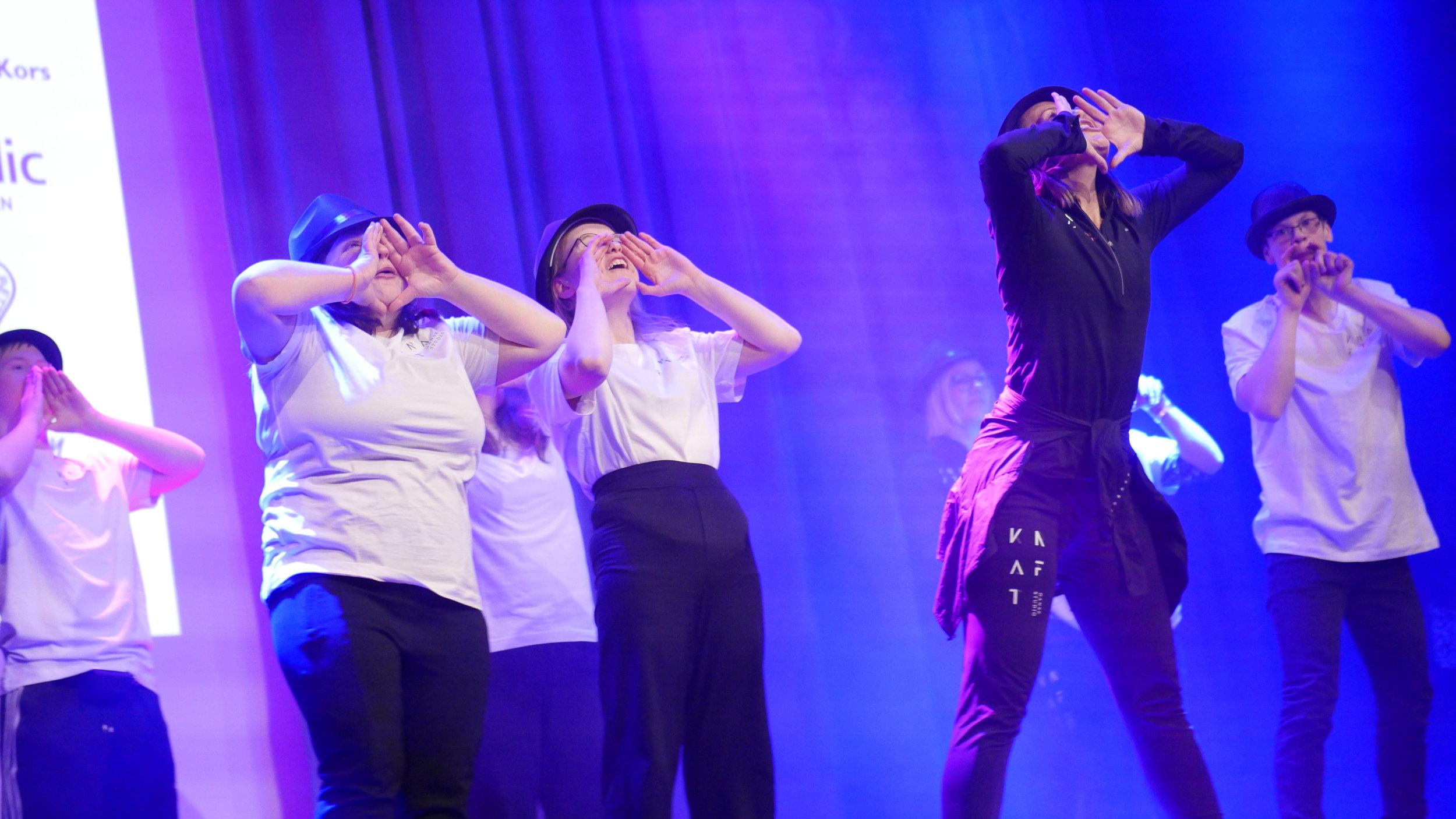 Fra opptreden under VAKU 2019i spektrum.  Foto: Henry Hatling