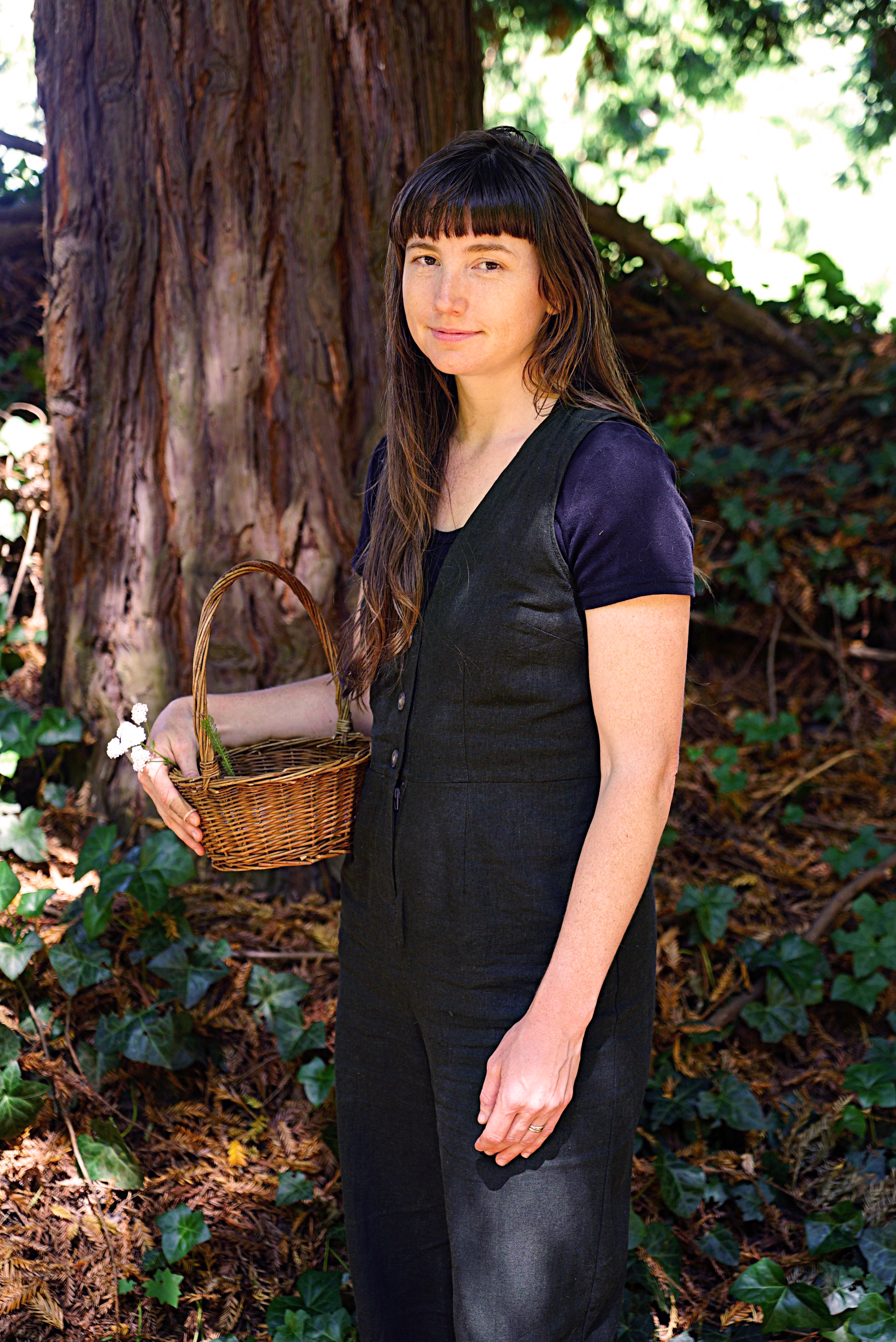 Lindsey - Damselfly - Instructor - Linsey Moore comes to us from Wilderness Awareness School and Tiny Trees Outdoor Preschool working with young children and teaching methods founded in respect and child-led, inquiry-based curriculum. She has also found great teaching inspiration from The Cedarsong Way as well as the 8 Shields model of nature connection.She's inspired by the deep presence and immersive attention that children and adults find in nature together. She's excited about all the play, laughter, stories and love that is shared as we deepen our sense of belonging together.