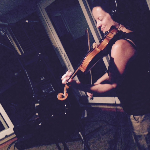 Lehi Gertz on violin.