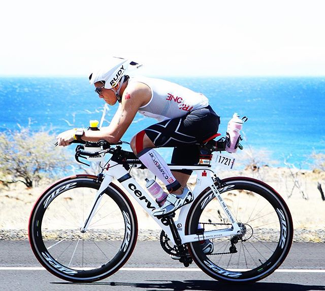 A little #timetrialtuesday to Kona. 🚴🏼‍♂️💨 ************************************ #bike #cycling #training #imkona #triathlon #ironman #pandakick #road2ironman #betoworldwide #gopandago