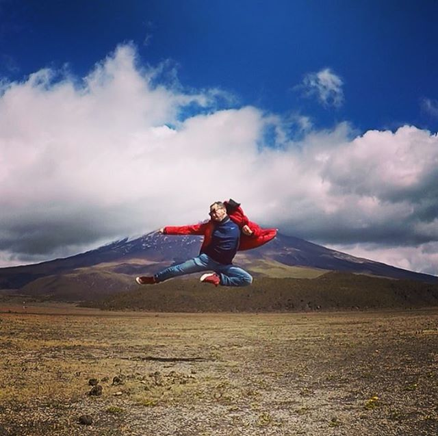 Panda kicking the Cotopaxi Volcano 🌋 in Ecuador 🇪🇨 *********************************** #pandakick #road2ironman #betoworldwide #gopro #gopandago #ecuador #cotopaxi #throwbackthursday #tbt