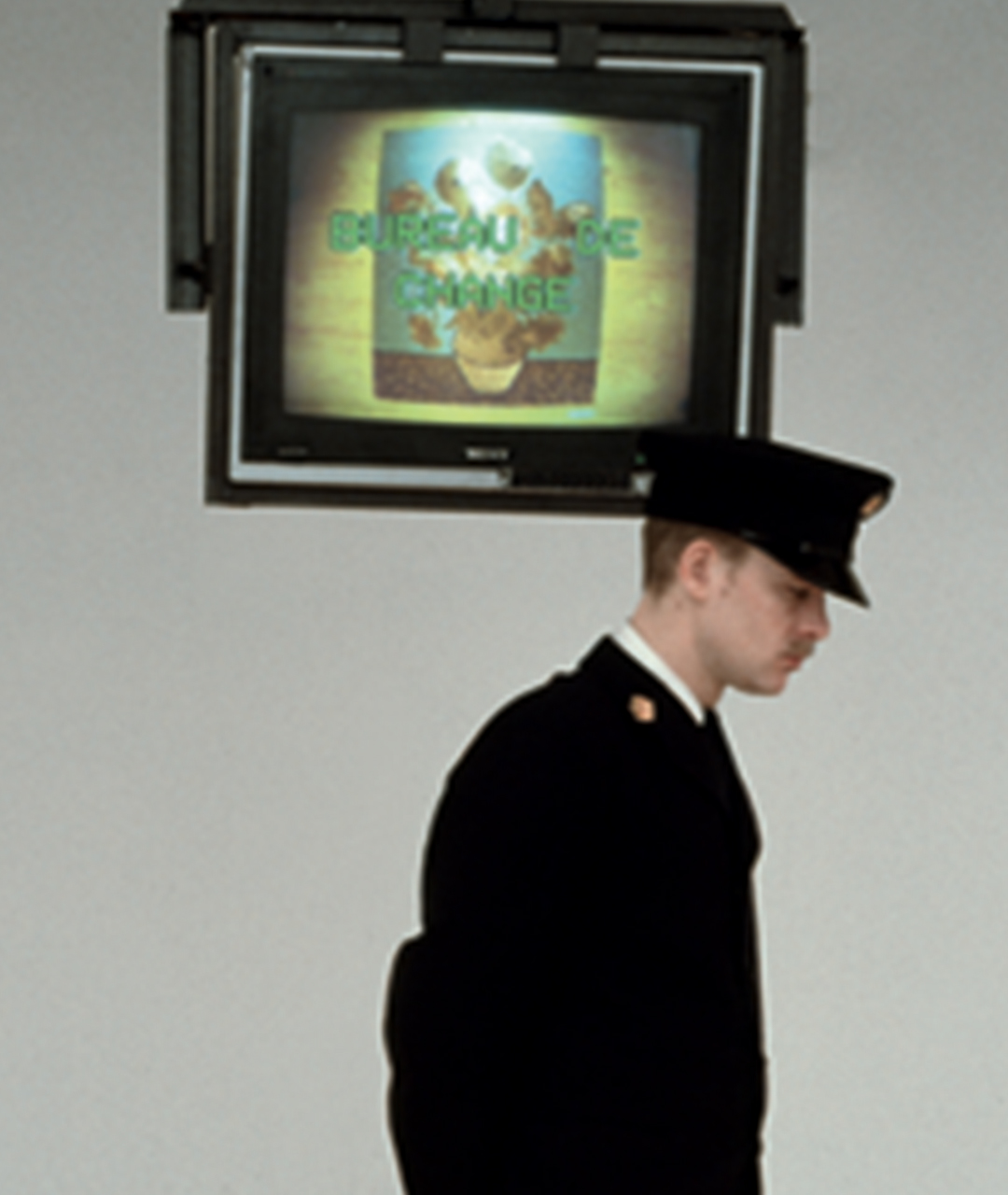 2.Bureau de change guard 2.jpg