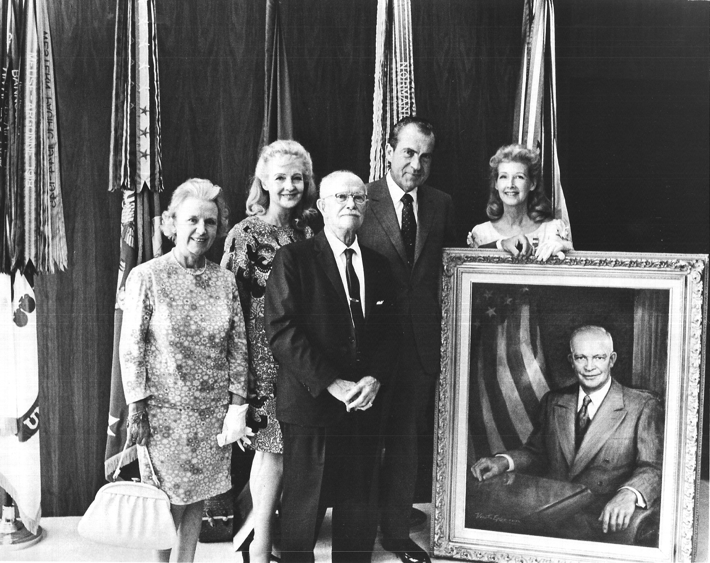 (L-R): Mrs. Wells (AIFA), Daphne Huntington, Colonel Wells (AIFA), President Richard Nixon, Venetia Epler with her portrait of President Eisenhower. Courtesy Christopher Kennedy.