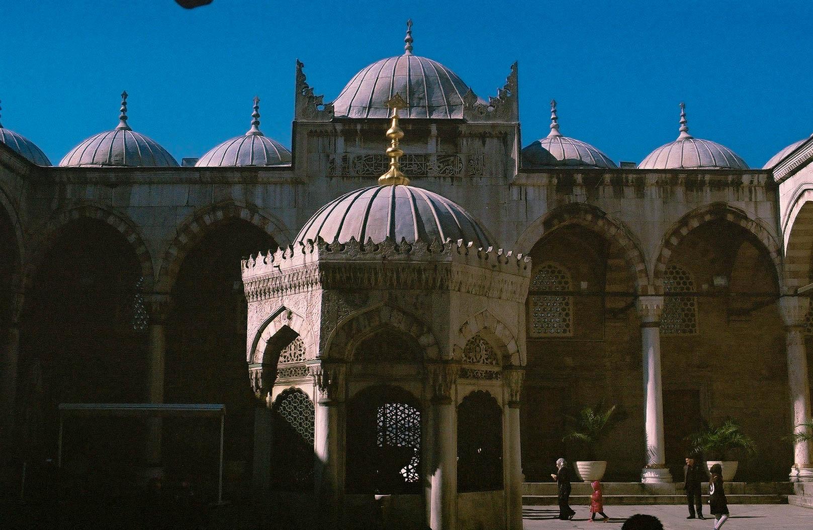 Yeni Cami Mosque, Istanbul, Turkey | Leica R4 35mm