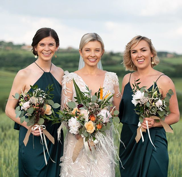 Pure gorgeousness! Our beautiful Lucy and her stunning bridesmaids. 💐 Flowers by @fiori_di_cookie 📷 Photo by @the_roberto_gallery
