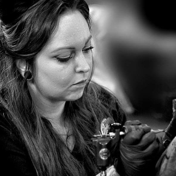 LAURA LOWE: TATTOO ARTIST