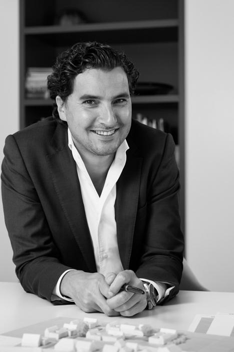 Sander van Sambeek, architect en partner bij Oomen Architecten