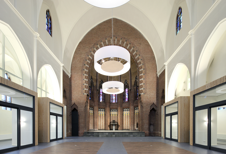Interieur van de herbestemde kerk in Heerle