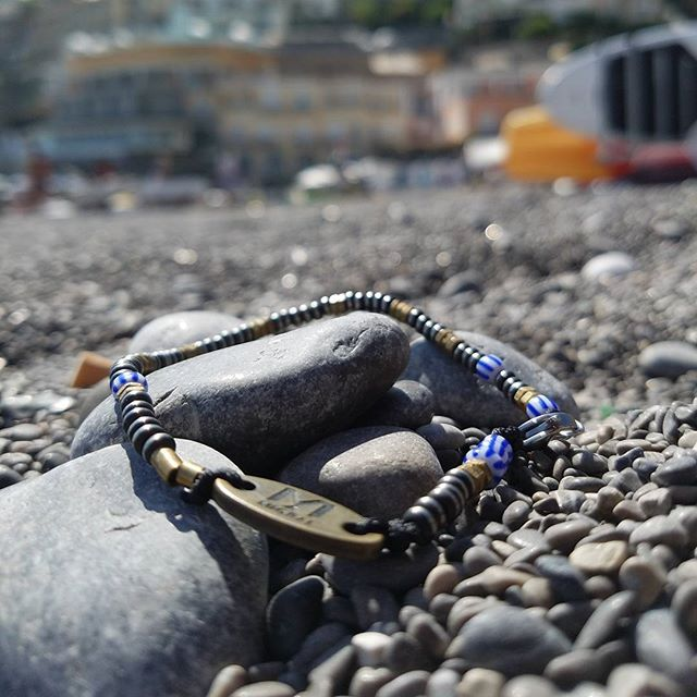 Just chilling  #miorai #bracelet #bracelets #beads #rocks #brass #beach #positano #italy🇮🇹 #watchaccessories