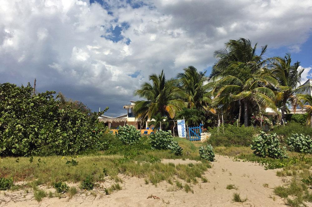 Mar_Blue_Beach_Treasure-Beach_02.jpg