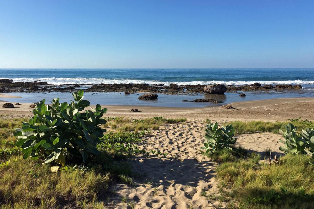 Mar_Blue_Beach_Treasure-Beach_03.jpg