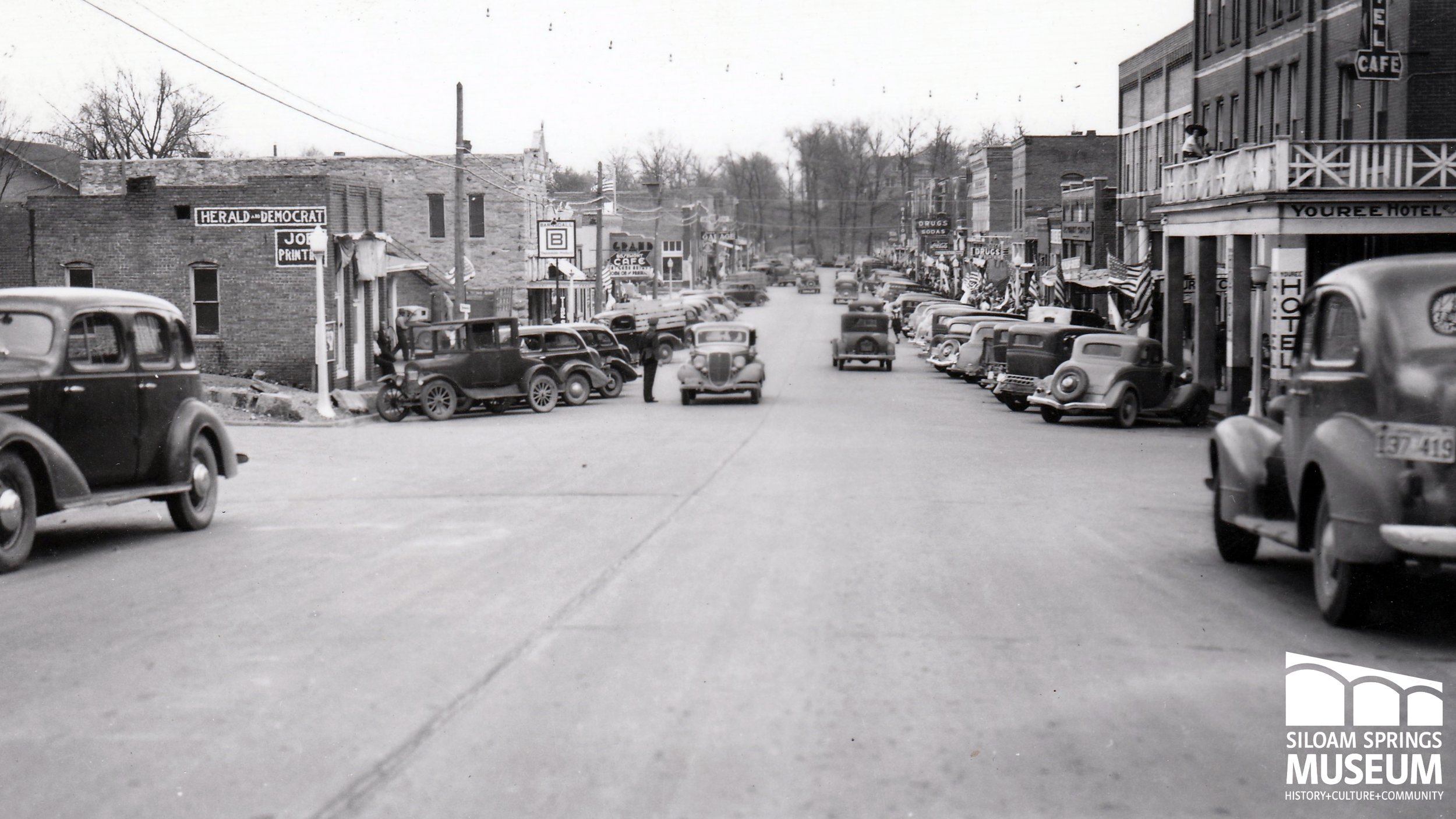 South on Broadway, c. 1930.jpg