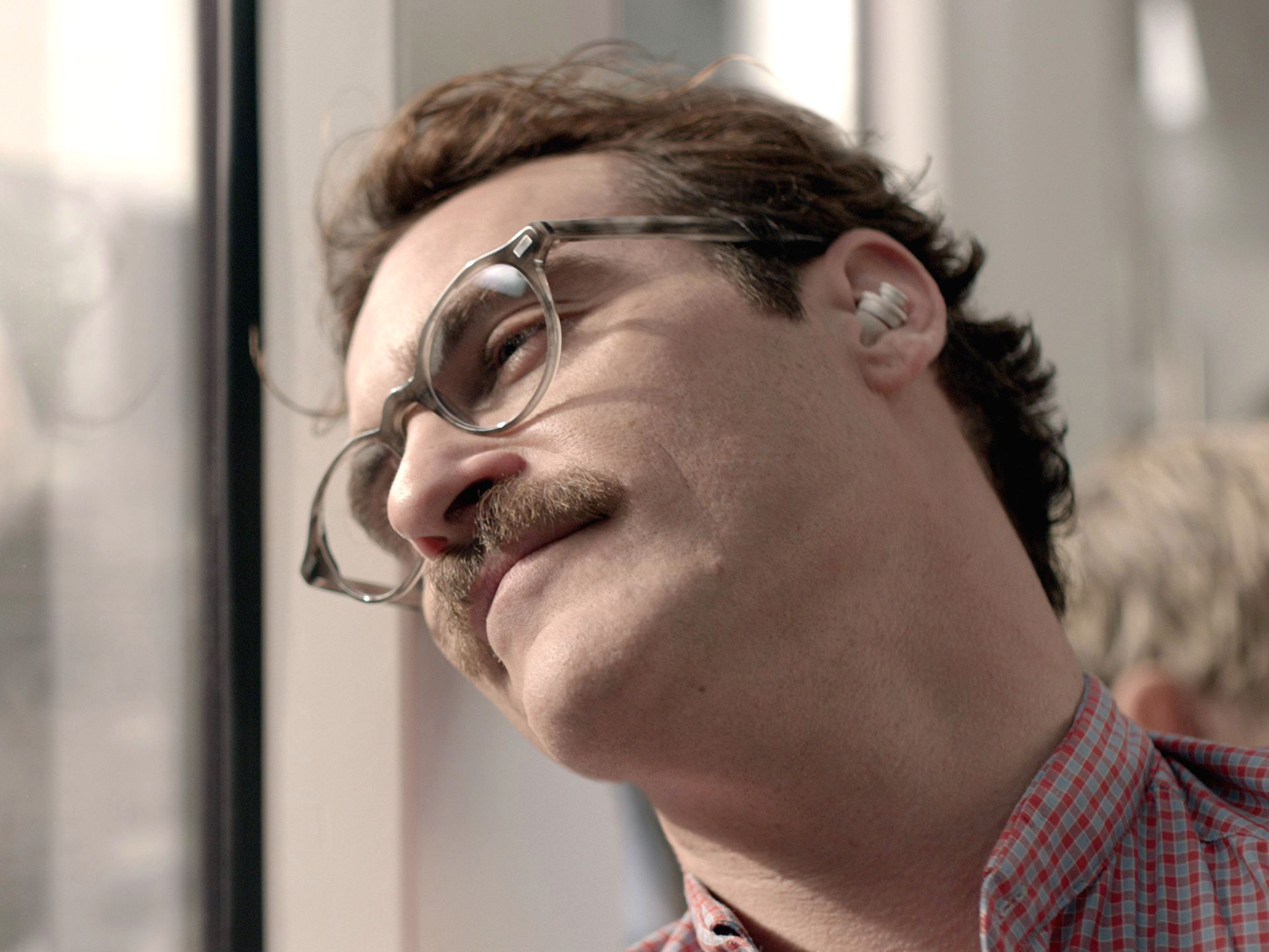 This is unfortunately not what apple's airpods look like, but apple definitely wants us to like siri the way joaquin likes scarlett's disembodied voice in this movie.