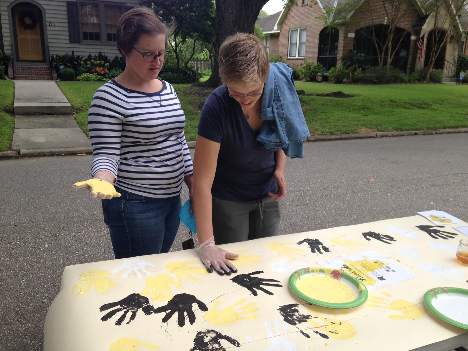 Community Members Participate in Hand Print Art!