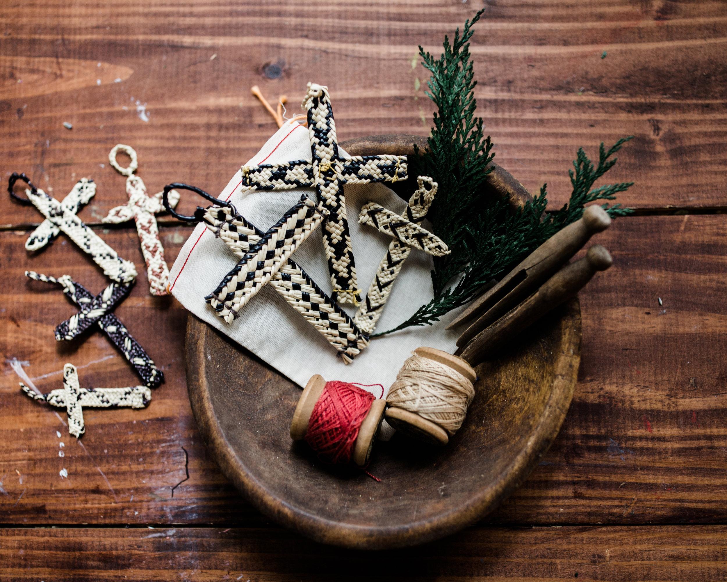 hands-producing-hope-costa-rica-christmas-crosses-0075.jpg