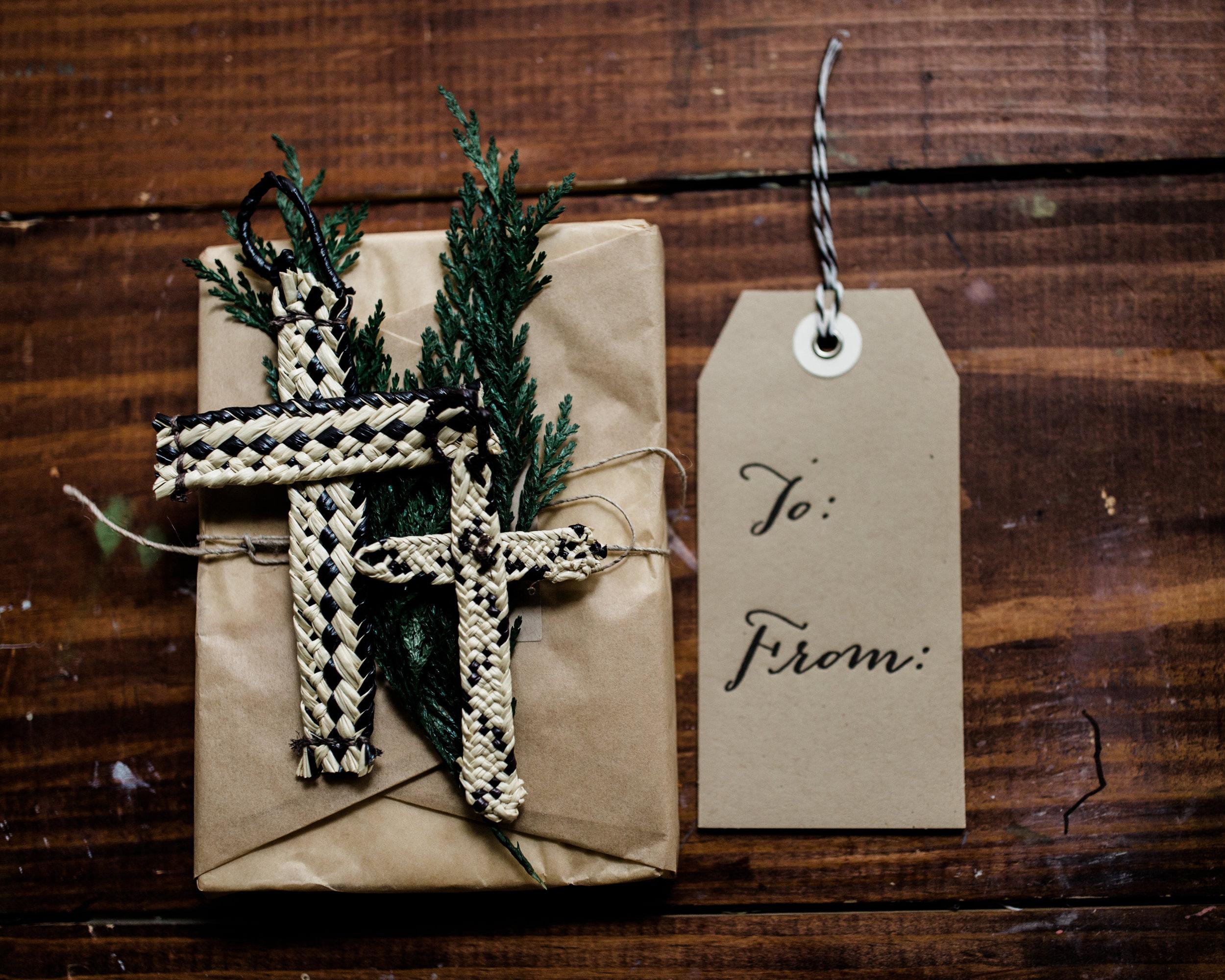 hands-producing-hope-costa-rica-christmas-crosses-0090.jpg