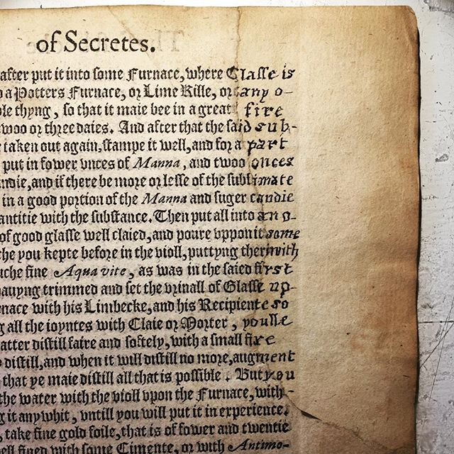 This book is full of all sorts of interesting repairs. Here a large missing corner is infilled with a new piece of paper cut almost perfectly to size, a treatment quite similar to modern infills. Then the missing words are written in by hand (on both sides) in a font designed to match!