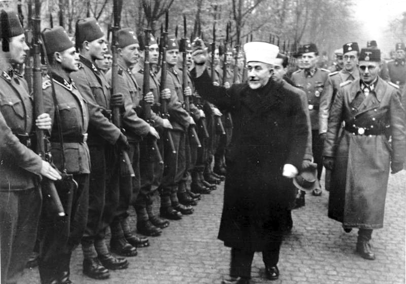 Bundesarchiv_Bild_146-1980-036-05,_Amin_al_Husseini_bei_bosnischen_SS-Freiwilligen.jpg