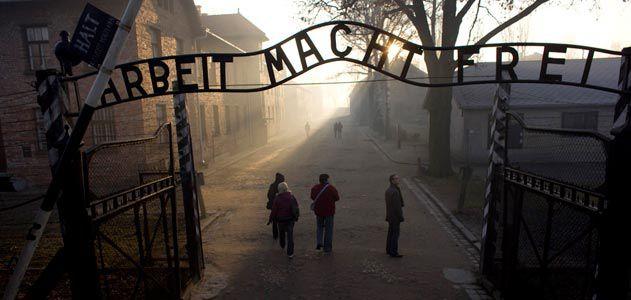 Auschwitz-gateway-631.jpg