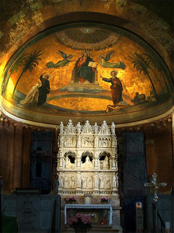 Tumba de San Agustín en la basílica de San Pietro in Ciel d'Oro, en Pavía