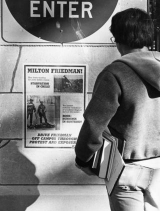 Protestas en contra de Milton Friedman