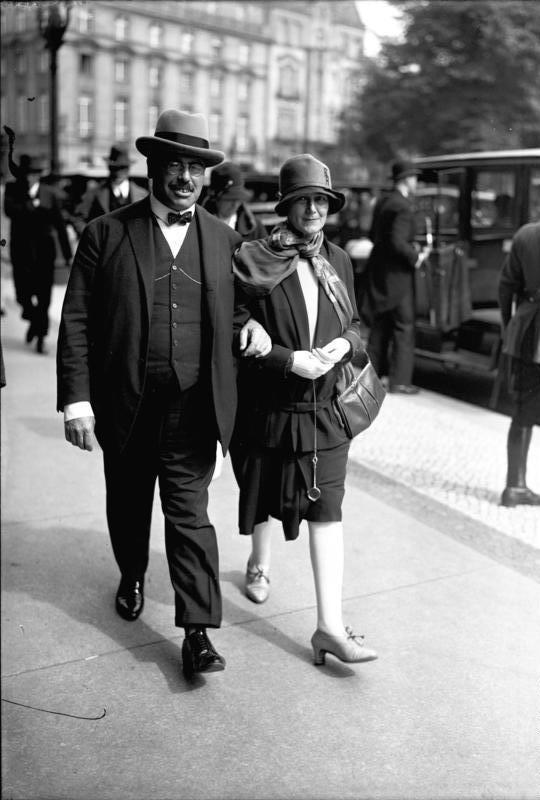 Hilferding junto su esposa Margarete, doctora y psicoanalista quien murió en Austri bajo la ocupación nazi en 1942