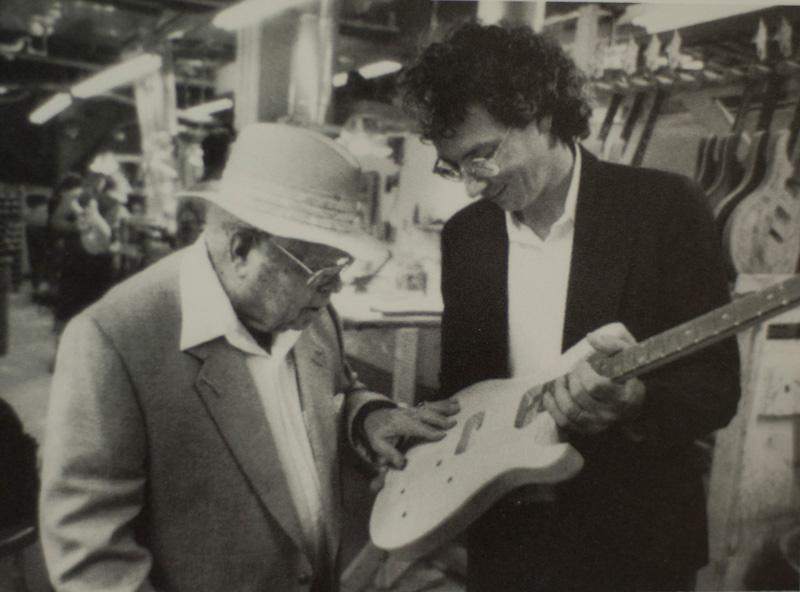 Ted McCarty y un joven Paul Reed Smith (obtenido de https://www.prsguitars.com)