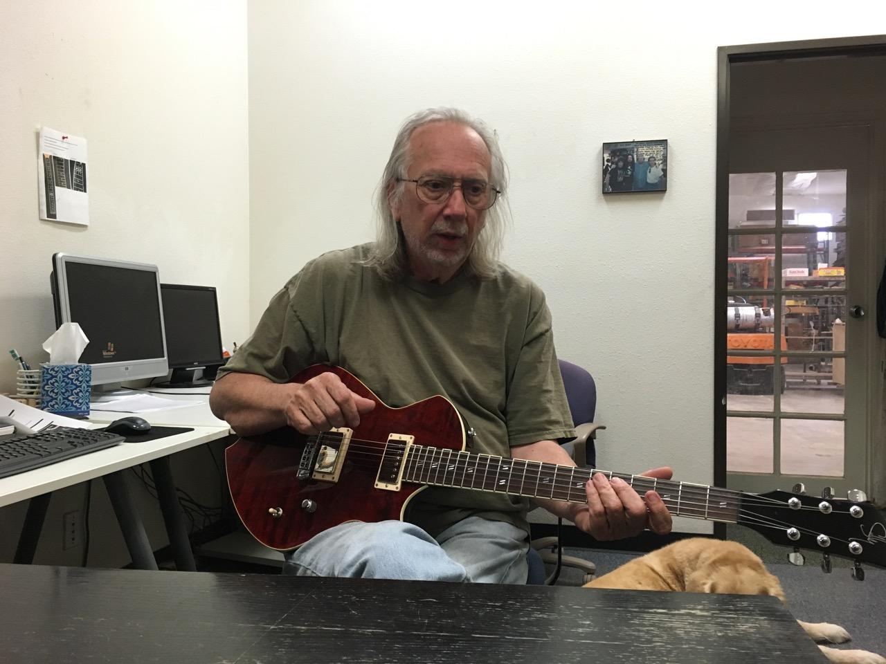 Grover Jackson (obtenido de https://www.sullyguitars.com/news/2016/7/11/sully-guitars-collaboration-with-legendary-grover-jackson)