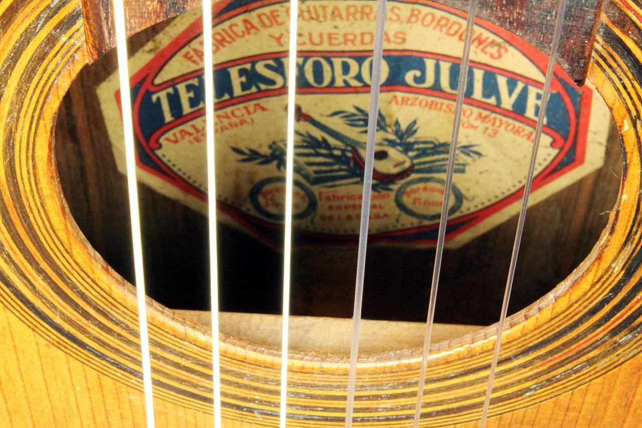 Telesforo_Julve_lyra_guitar_1900_cons_label_2.jpg