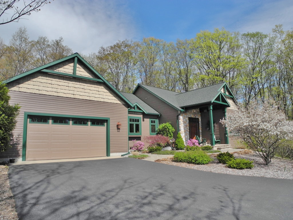 1082 S Bay View Trail, Suttons Bay, Leelanau - House for sale by Oltersdorf Realty LLC (2).JPG