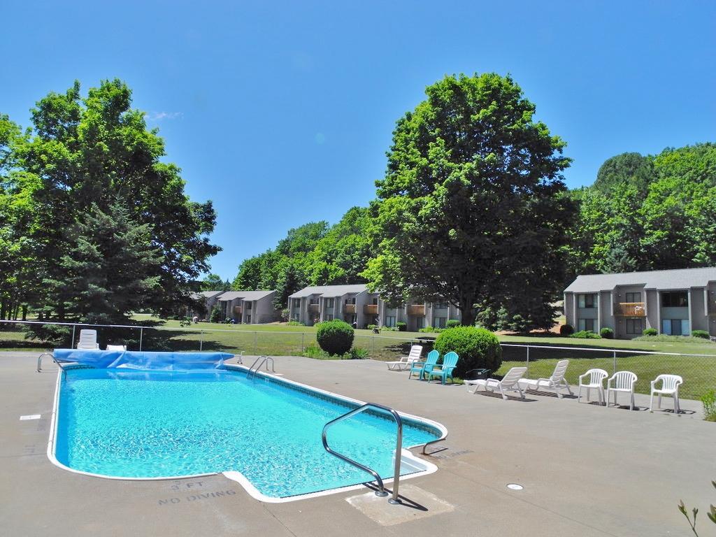 11255 E Fort Road, Unit D-3, Suttons Bay, MI – 3 Bedroom, 2 Bath York Condominium for sale by Oltersdorf Realty LLC (3).JPG