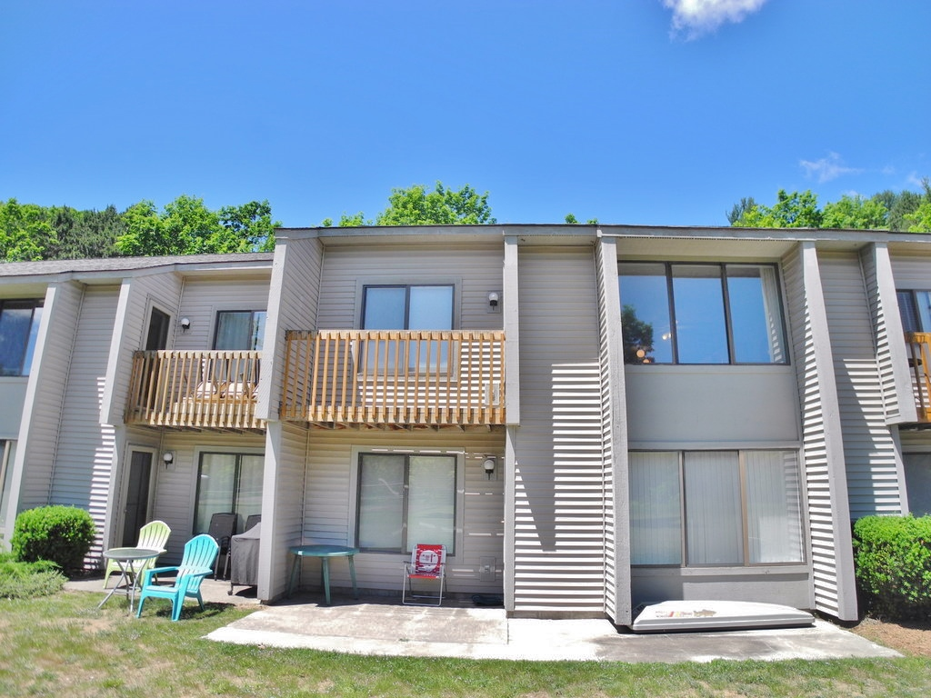11255 E Fort Road, Unit D-3, Suttons Bay, MI – 3 Bedroom, 2 Bath York Condominium for sale by Oltersdorf Realty LLC (2).JPG