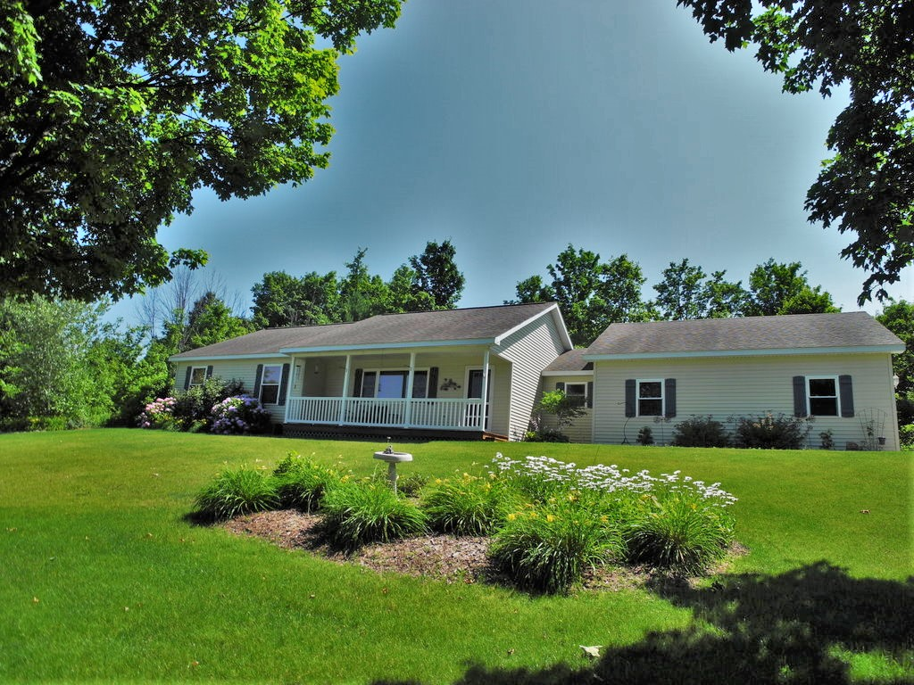10836 E Fort Road, Suttons Bay, MI – 3 Bedroom, 2.5 Bath Ranch for sale by Oltersdorf Realty LLC (1).JPG