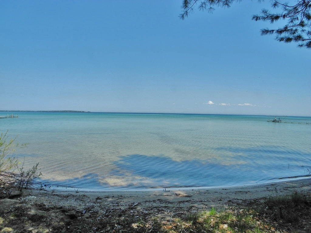 8688 N Dawn Haven Road, Northport, MI – House & 74' of Sandy Frontage on Grand Traverse Bay - For Sale by Oltersdorf Realty LLC (4).JPG
